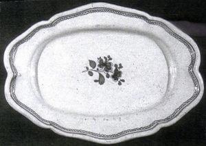 Fig. 2/ Plat en faïence de Libourne du XVIIIe siècle.